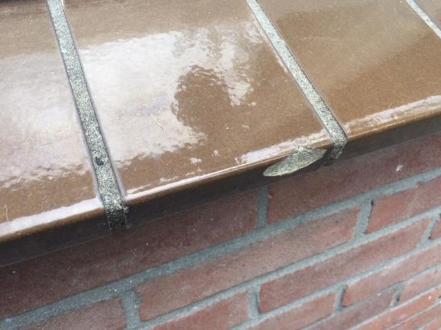 Beschadigde vensterbank